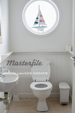 Interiors of a bathroom Stock Photo - Premium Royalty-Free, Image code: 6108-06904338