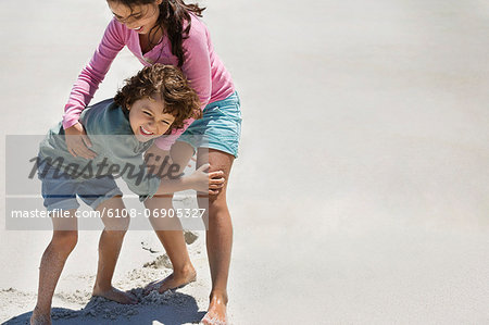Children playing on the beach Stock Photo - Premium Royalty-Free, Image code: 6108-06905327