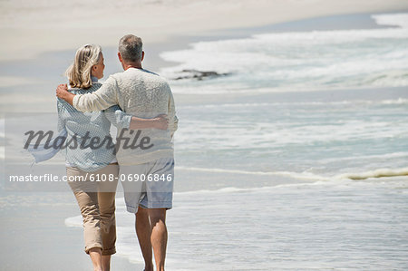 Rear view of a couple walking on the beach Stock Photo - Premium Royalty-Free, Image code: 6108-06906846