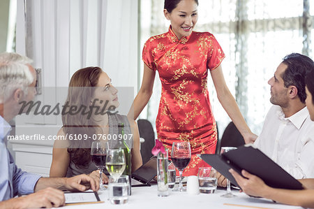 Business colleagues around dining table in restaurant Stock Photo - Premium Royalty-Free, Image code: 6109-07600907
