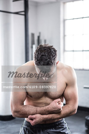 Fit man flexing his biceps Stock Photo - Premium Royalty-Free, Image code: 6109-08397820