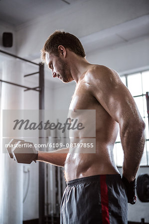 Fit man lifting heavy black dumbbell Stock Photo - Premium Royalty-Free, Image code: 6109-08397855