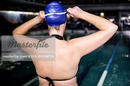 Pregnant woman going to swim Stock Photo - Premium Royalty-Free, Image code: 6109-08398724