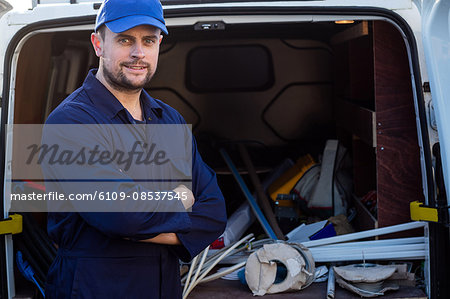 Portrait of handyman standing with arms crossed Stock Photo - Premium Royalty-Free, Image code: 6109-08537545