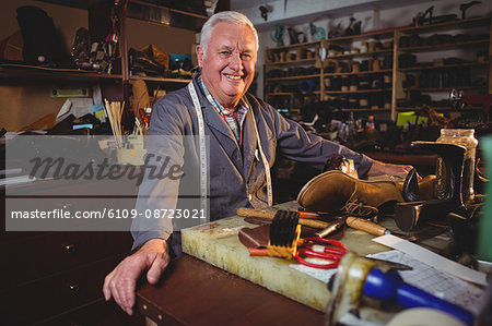 Portrait of shoemaker standing in workshop in workshop Stock Photo - Premium Royalty-Free, Image code: 6109-08723021
