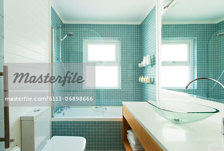 Modern bathroom Stock Photo - Premium Royalty-Free, Image code: 6113-06898666