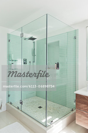Shower in modern bathroom Stock Photo - Premium Royalty-Free, Image code: 6113-06898734