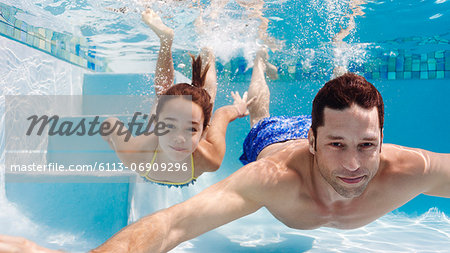 Father and daughter swimming in pool Stock Photo - Premium Royalty-Free, Image code: 6113-06909296
