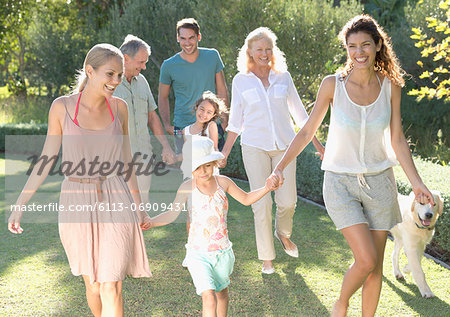 Family walking together in backyard Stock Photo - Premium Royalty-Free, Image code: 6113-06909431