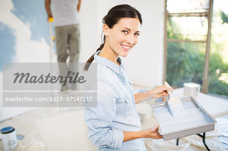 Couple painting wall blue Stock Photo - Premium Royalty-Free, Image code: 6113-07147137