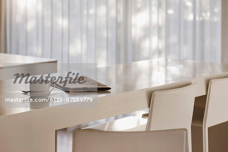 Coffee and newspaper on breakfast bar in modern kitchen Stock Photo - Premium Royalty-Free, Image code: 6113-07159779