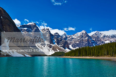 Snowy mountains overlooking glacial lake Stock Photo - Premium Royalty-Free, Image code: 6113-07160750