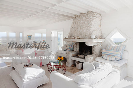 Sofas and fireplace in white living room Stock Photo - Premium Royalty-Free, Image code: 6113-07160785