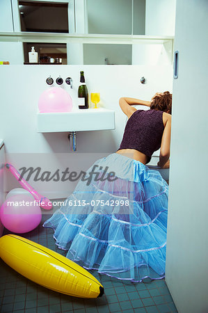 Woman vomiting into toilet at party Stock Photo - Premium Royalty-Free, Image code: 6113-07542998