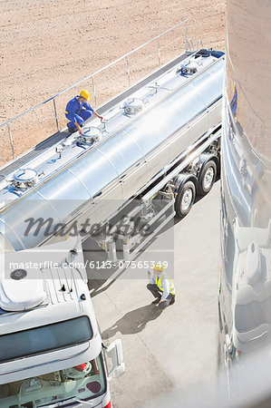 Workers around stainless steel milk tanker Stock Photo - Premium Royalty-Free, Image code: 6113-07565349