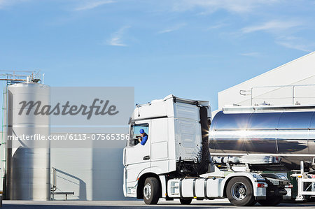 Truck driver parking stainless steel milk tanker outside silage storage tower Stock Photo - Premium Royalty-Free, Image code: 6113-07565356