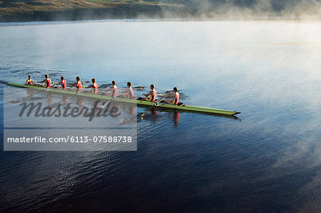 Rowing crew rowing scull on lake Stock Photo - Premium Royalty-Free, Image code: 6113-07588738