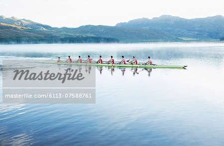 Rowing team rowing scull on lake Stock Photo - Premium Royalty-Free, Image code: 6113-07588761