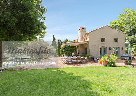 Luxury rural villa Stock Photo - Premium Royalty-Free, Image code: 6113-07589588
