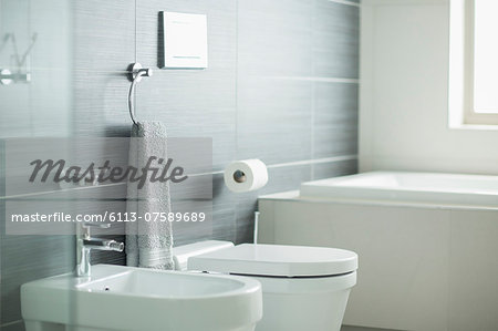 Modern bathroom Stock Photo - Premium Royalty-Free, Image code: 6113-07589689
