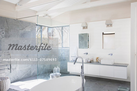 Modern bathroom Stock Photo - Premium Royalty-Free, Image code: 6113-07589693