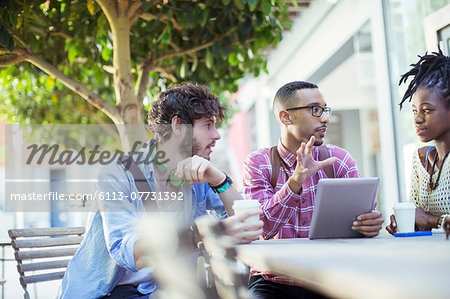 Friends talking at sidewalk cafe Stock Photo - Premium Royalty-Free, Image code: 6113-07731392