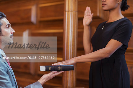 Bailiff giving oath to witness Stock Photo - Premium Royalty-Free, Image code: 6113-07762460
