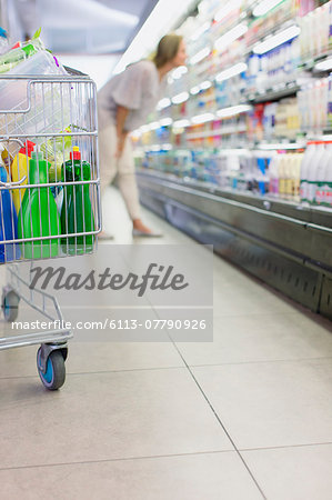 Close up of full shopping cart in grocery store Stock Photo - Premium Royalty-Free, Image code: 6113-07790926