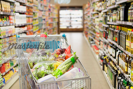 Close up of full shopping cart in grocery store Stock Photo - Premium Royalty-Free, Image code: 6113-07790927