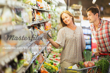 Couple shopping together in grocery store Stock Photo - Premium Royalty-Free, Image code: 6113-07791074