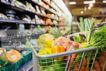 Close up of full shopping cart in grocery store Stock Photo - Premium Royalty-Free, Image code: 6113-07791219
