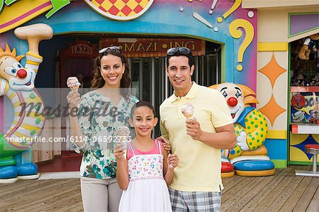 Family at amusement park Stock Photo - Premium Royalty-Free, Image code: 6114-06592733