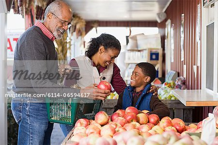 Grandparents and their grandson choosing apples Stock Photo - Premium Royalty-Free, Image code: 6114-06594617