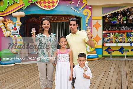 Family at amusement park Stock Photo - Premium Royalty-Free, Image code: 6114-06652982