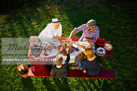 Family having a picnic in the garden, Munich, Bavaria, Germany Stock Photo - Premium Royalty-Free, Image code: 6115-08101366