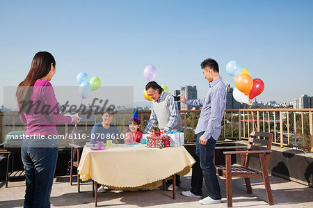 Birthday party, multi-generation family Stock Photo - Premium Royalty-Free, Image code: 6116-07086105