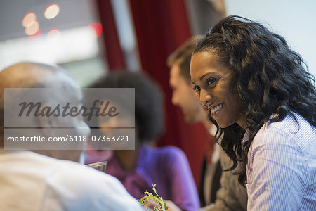 City life. A group of people in a coffee shop, talking to each other. Men and women. Stock Photo - Premium Royalty-Free, Image code: 6118-07353721