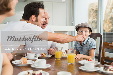 Extended family at table eating cake Stock Photo - Premium Royalty-Free, Image code: 6121-07741071