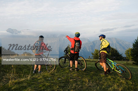 three mountain bikers looking at view, Kolovrat, Istria, Slovenia Stock Photo - Premium Royalty-Free, Image code: 6121-07741756