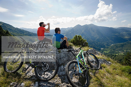 two mountain biker having a rest, Slatnik, Istria, Slovenia Stock Photo - Premium Royalty-Free, Image code: 6121-07741762
