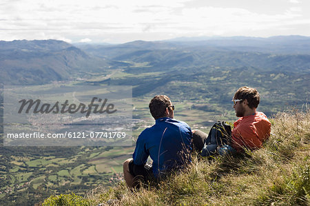 two mountain bikers having a rest, Vipava valley, Istria, Slovenia Stock Photo - Premium Royalty-Free, Image code: 6121-07741769