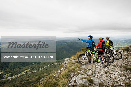 three mountain bikers looking at view, Vipava valley, Istria, Nanos, Slovenia Stock Photo - Premium Royalty-Free, Image code: 6121-07741778
