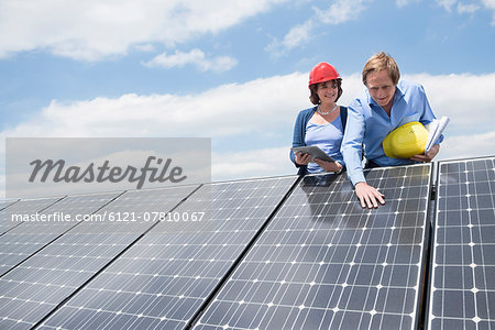 Client inspecting solar panel meeting architect Stock Photo - Premium Royalty-Free, Image code: 6121-07810067