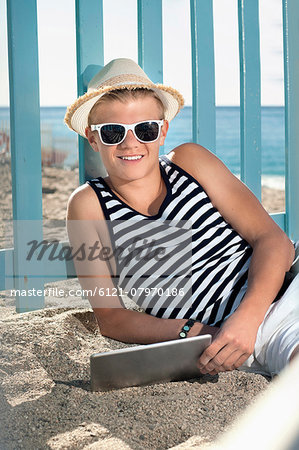 Teenager holiday tablet computer beach holiday Stock Photo - Premium Royalty-Free, Image code: 6121-07970186
