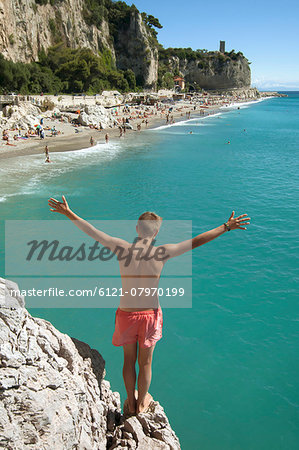 Boy cliff diving holiday risk holiday waiting Stock Photo - Premium Royalty-Free, Image code: 6121-07970199