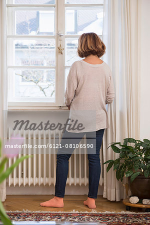 Rear view of senior woman looking through a window, Munich, Bavaria, Germany Stock Photo - Premium Royalty-Free, Image code: 6121-08106590
