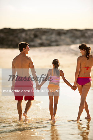 Family walking and holding hands on a beach. Stock Photo - Premium Royalty-Free, Image code: 6128-08747909