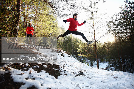 Two runners on forest road in winter Stock Photo - Premium Royalty-Free, Image code: 613-07734583