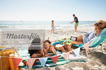 Family having fun on beach Stock Photo - Premium Royalty-Free, Image code: 613-07849406