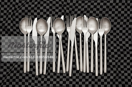 Knives, forks and spoons on dishcloth Stock Photo - Premium Royalty-Free, Image code: 613-08056946